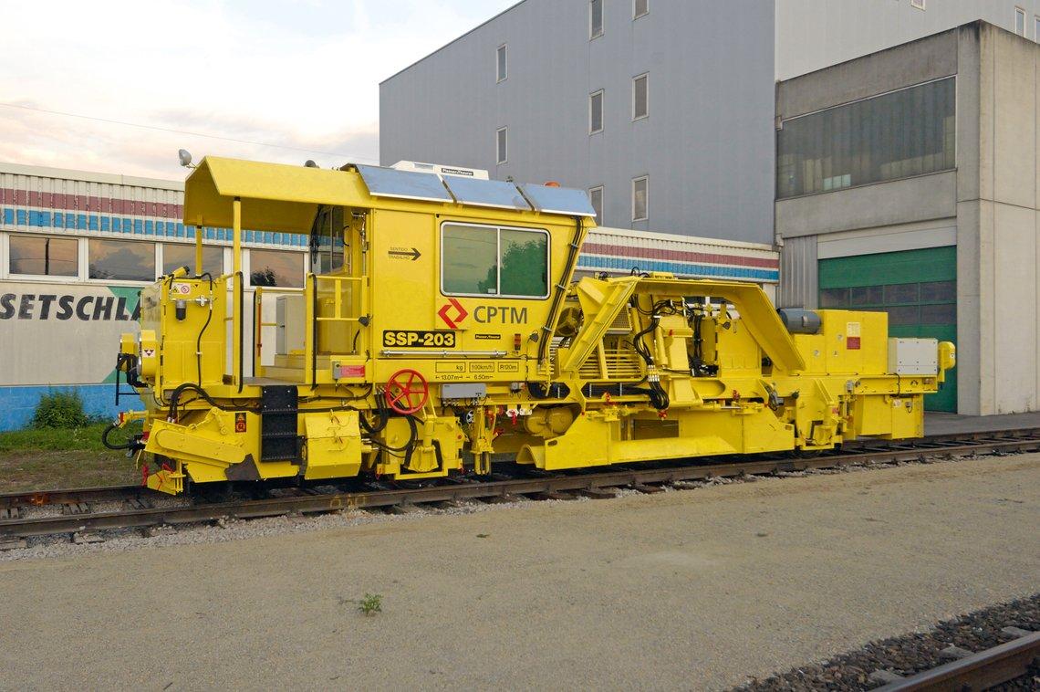 Ballast Distributing And Profiling Machine In Brazil